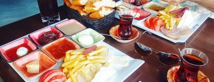 Tat More Cafe & Restaurant is one of Tempat yang Disukai Hanna.