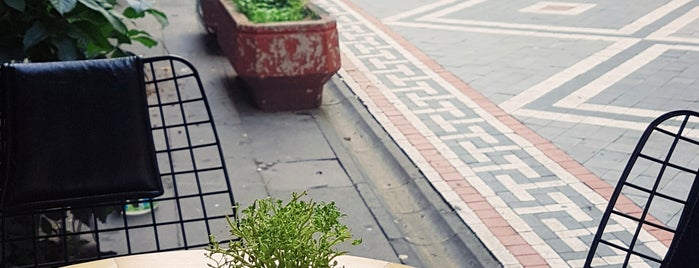 Cafe Bronte is one of Tempat yang Disukai Hanna.