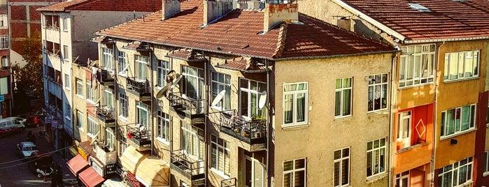 İstanbul Caddesi is one of Tempat yang Disukai Hanna.