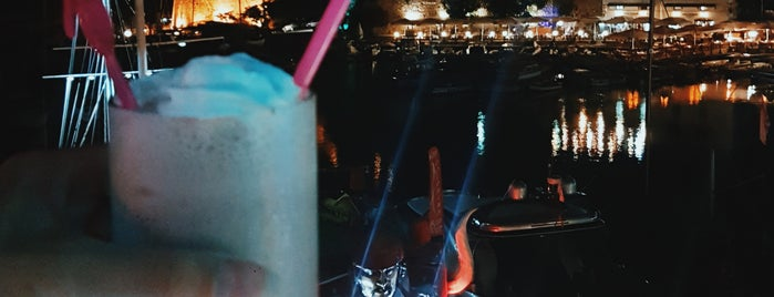 The Pearl Roof Bar is one of Tempat yang Disukai Hanna.