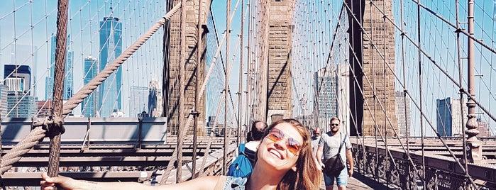 Brooklyn Bridge is one of Tempat yang Disukai Hanna.