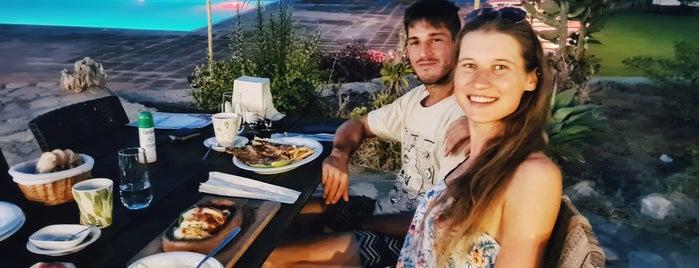 Skali Restaurant ve Tatil Köyü is one of Lugares favoritos de Hanna.