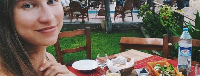 Eminem Restaurant is one of Tempat yang Disukai Hanna.