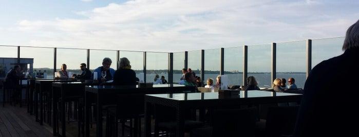 BAYSIDE Hotel Roof Bar is one of Locais curtidos por Jana.