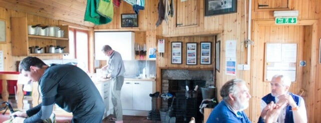 Loch Ossian Youth Hostel is one of สถานที่ที่ Henry ถูกใจ.