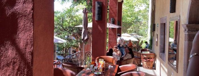 Mama Mia Restaurante-Bar is one of Orte, die J gefallen.