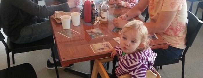 Bob's Chowder Bar is one of Lugares favoritos de Rita.