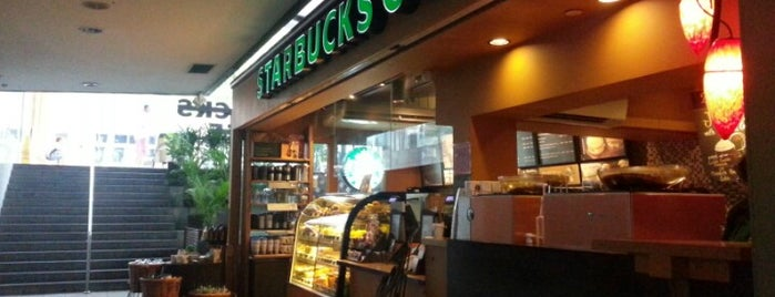 Starbucks is one of Lieux qui ont plu à Ian.