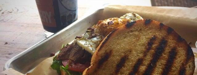 Dagwood's Grinders & Growlers is one of Lieux sauvegardés par Kate.