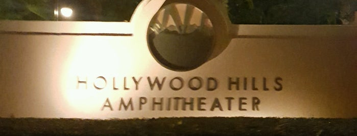 Hollywood Hills Amphitheater is one of Meiさんのお気に入りスポット.