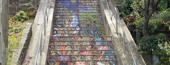 Hidden Garden Mosaic Steps is one of Lugares favoritos de Andrew.