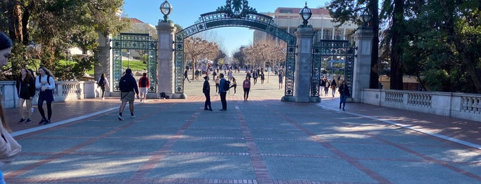 Sather Gate is one of Davidさんのお気に入りスポット.