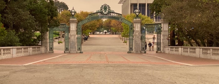 Sather Gate is one of Lugares guardados de Darcy.