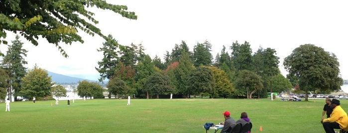 Brockton Oval is one of Lugares favoritos de Winnie.