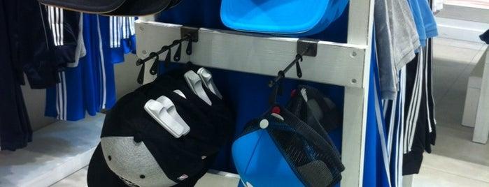 Adidas Originals is one of Locais curtidos por rafa.