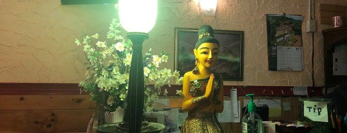 Thai Smile Restaurant is one of Lieux qui ont plu à Chez.