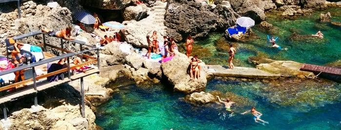 La Grotta is one of Locais curtidos por Andreas.