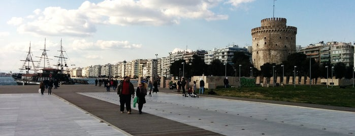 Πεζόδρομος Νέας Παραλίας Θεσσαλονίκης is one of Tempat yang Disukai Andreas.