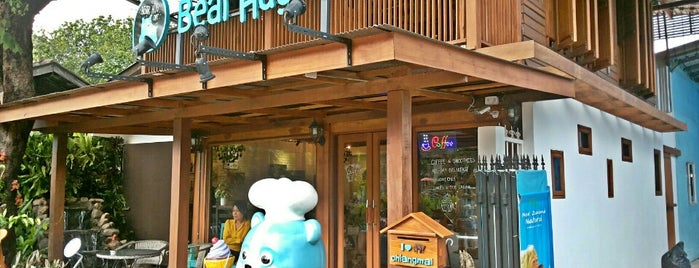 Bear Hug Café is one of Chiang Mai.