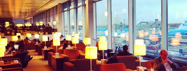 KLM Crown Lounge 52 (Intercontinental) is one of Tempat yang Disimpan Orietta.