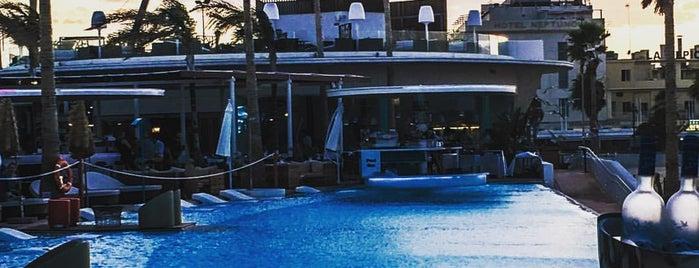 Marina Beach Club is one of Lieux qui ont plu à Crhis.