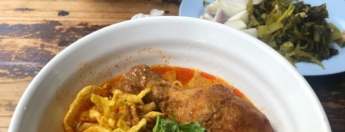 Khao Soi Mae Sai is one of Lugares favoritos de Crhis.