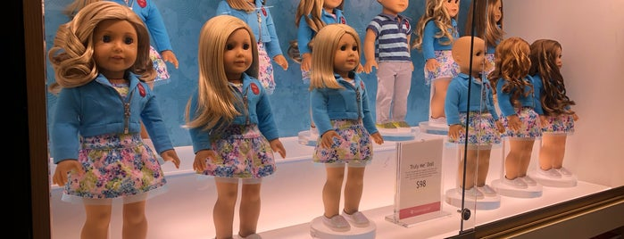 American Girl Doll Store is one of Locais curtidos por Oscar.