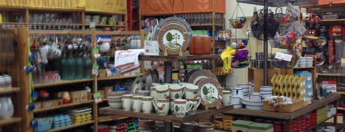 World Market is one of Lugares favoritos de Sara Grace.