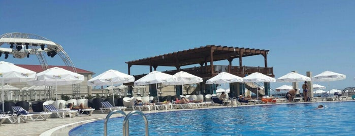 Mambo Beach Club and Restaurant is one of David'in Kaydettiği Mekanlar.