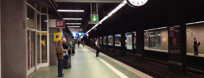 Frankfurt (Main) Flughafen Regionalbahnhof is one of Lugares favoritos de Hideo.