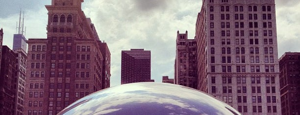 Cloud Gate by Anish Kapoor is one of Seyahat.