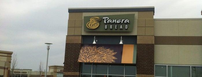 Panera Bread is one of Lugares favoritos de Hannah.
