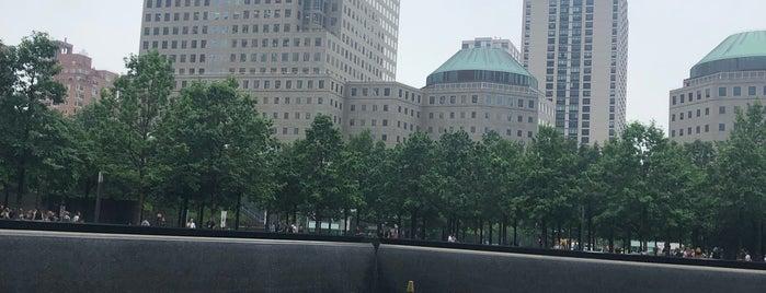 9/11 Memorial North Pool is one of Orte, die Andres gefallen.