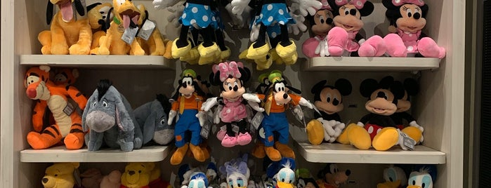 Disney Store is one of Locais curtidos por Rafael.