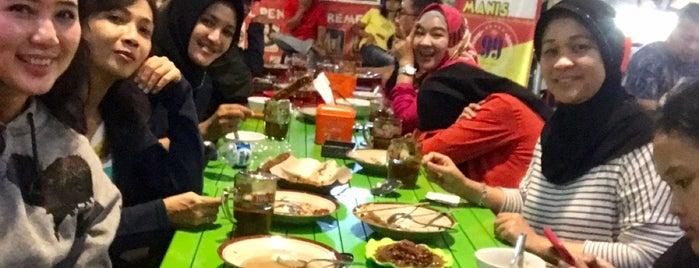Food Center Pak Gendut is one of Orte, die Chloe gefallen.
