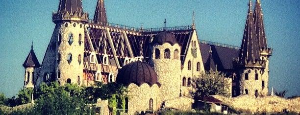 """Замъкът """"Влюбен във вятъра"""" (Castle of Ravadinovo) is one of Bulgaria."""