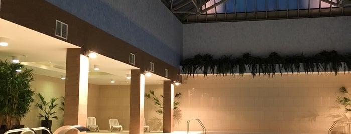 Victoria Spa Centre is one of Locais curtidos por Elena.