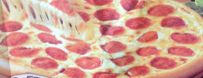 Little Caesars Pizza is one of Locais curtidos por Simio.