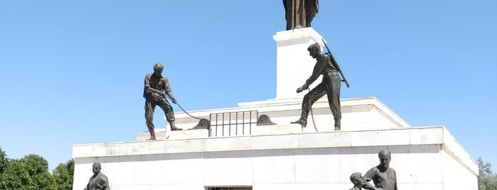 Liberty Monument is one of Tempat yang Disukai Bego.