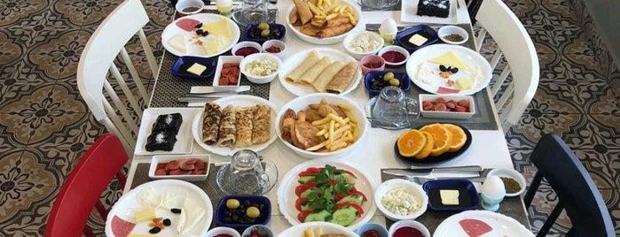 Taze Cafe & Breakfast is one of İkbal : понравившиеся места.