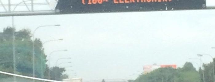 Exit Elite Highway E6 Putrajaya is one of Lugares guardados de Rapiszal.