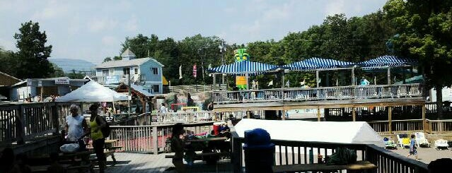 Zoom Flume Water Park is one of Joshua 님이 저장한 장소.