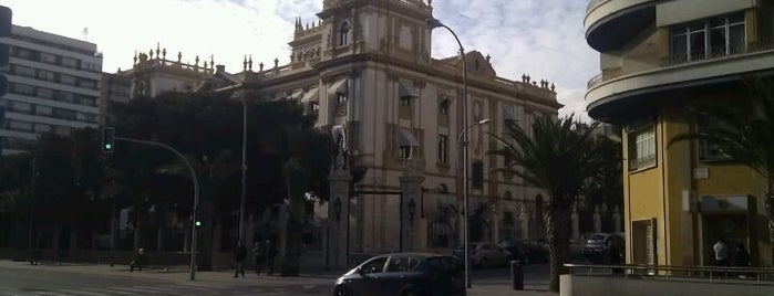 Diputación Provincial de Alicante is one of Paolaさんのお気に入りスポット.