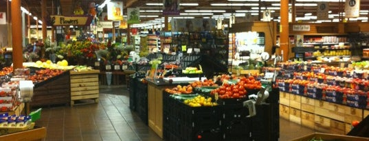 Wegmans is one of Locais curtidos por Emily.