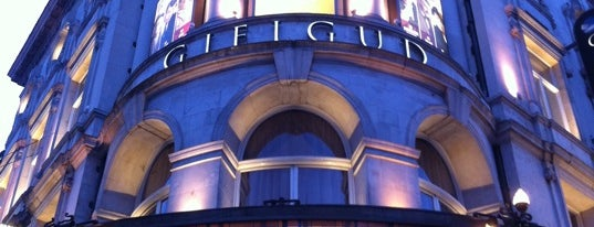 Gielgud Theatre is one of Locais curtidos por Dhaya.