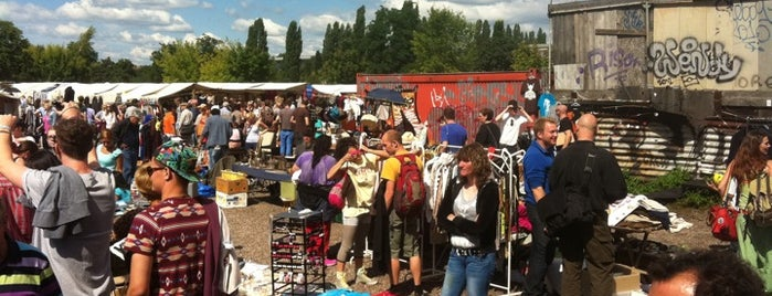 Flohmarkt am Mauerpark is one of Top Locations Berlin.