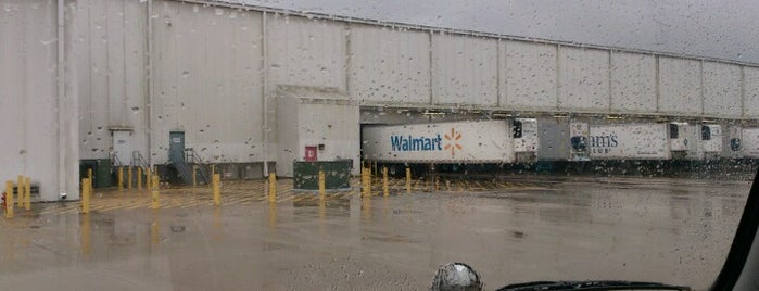 Walmart Distribution is one of Danさんのお気に入りスポット.