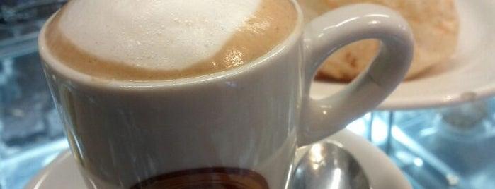 Manu Cafe is one of Orte, die Dade gefallen.