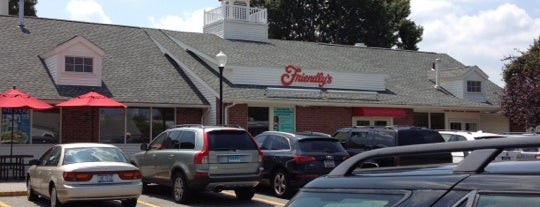 Friendly's is one of Joeさんのお気に入りスポット.