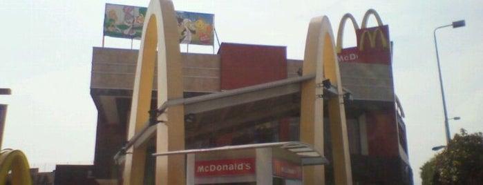 McDonald's is one of Orte, die Corina gefallen.